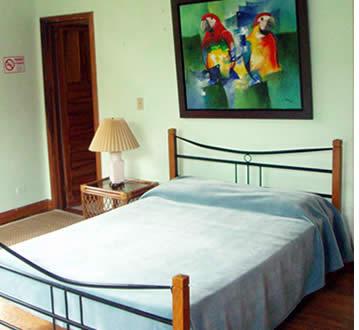 Die Zimmer im Refugio del Rio sind hell und luftig